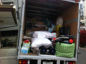 支援物資を積み込んだトラック